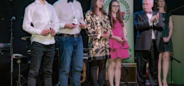 5 stycznia 2019 roku w Bydgoszczy nastąpiło uroczyste wręczenie nagród dla najlepszych Zawodników w roku 2018 połączone z Finałem Ligi Strzeleckiej PZSS. Wśród nagrodzonych znalazły się Kinga Kowalik oraz Kamila […]